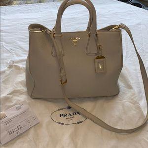 Women s Prada Bags Outlet on Poshmark 49b19f41cfa88